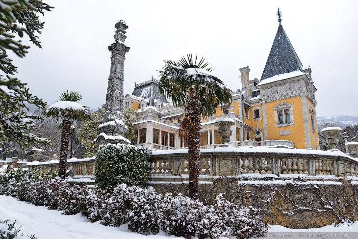 Массандровский дворец в снегу (18 фото)