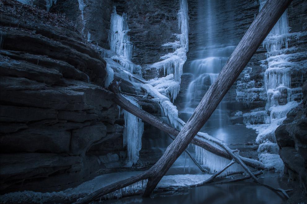 Крубера-Воронья — глубочайшая (на начало 2014 года) пещера мира (глубина 2196 метров), расположена в