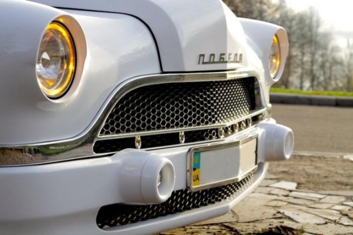 Передок машины напоминает оригинальную модель, но сделан в современной стилистике. | Фото: madeinmar