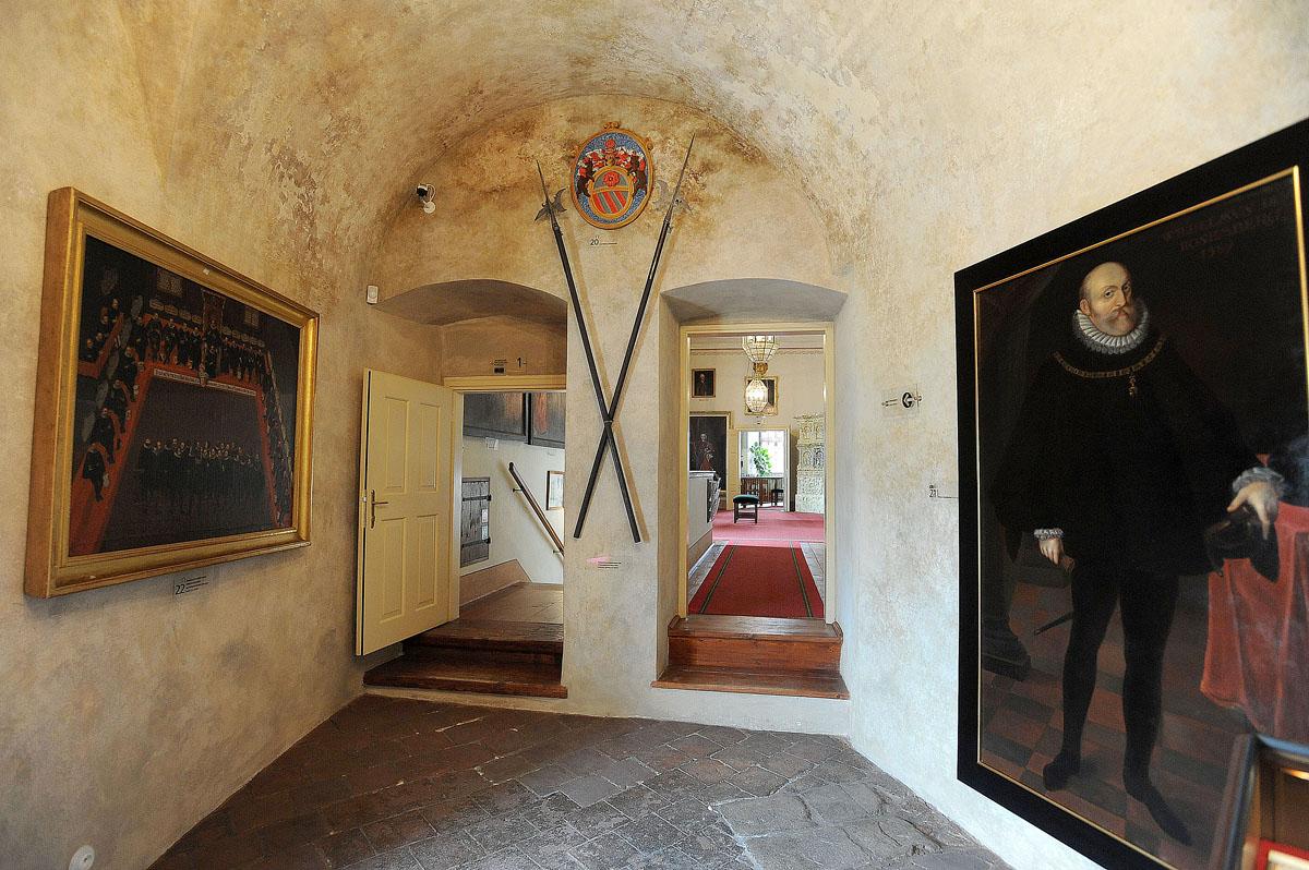 19. Как и во всех приличных средневековых замках, в замке Крумлова есть свое привидение. Это Белая Д