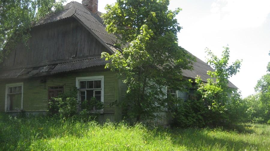 2. Когда дом купили, он выглядел так — вид летом.
