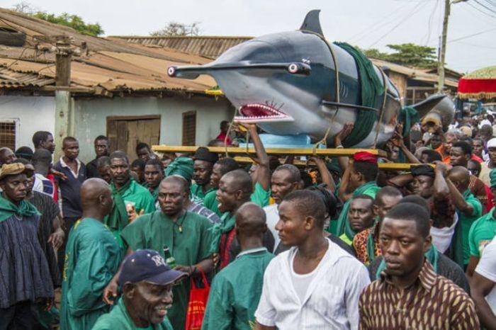 Прошедшие похороны стали известны на весь район и уже через несколько дней к мастеру обратились с но