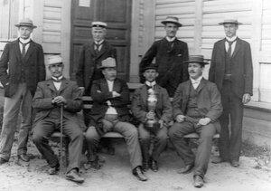 Группа участников лодочных  гонок на Неве.