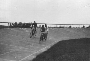 Велосипедисты на дистанции