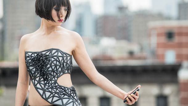 X.Pose - A stunning 3D printed corset which becomes transparent when talking about you on the Internet