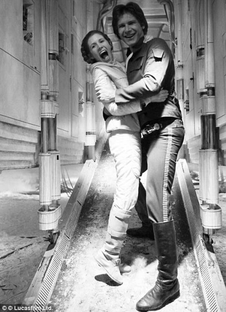 Unique and Rare Star Wars Pictures in Hommage to Carrie Fisher