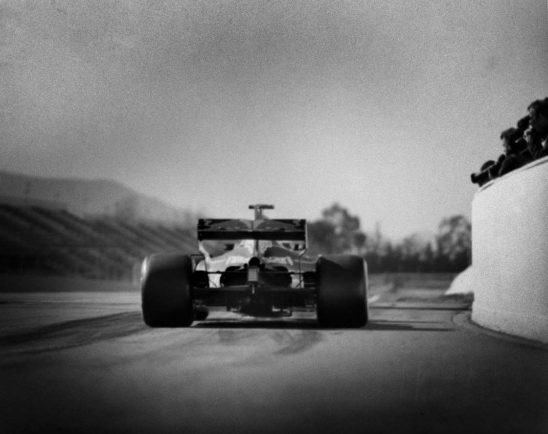 Photographing Formula 1 with a hundred year old camera