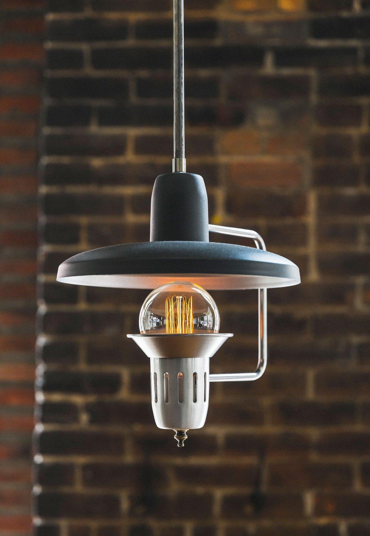 Лампа Эдисона в интерьере ресторана