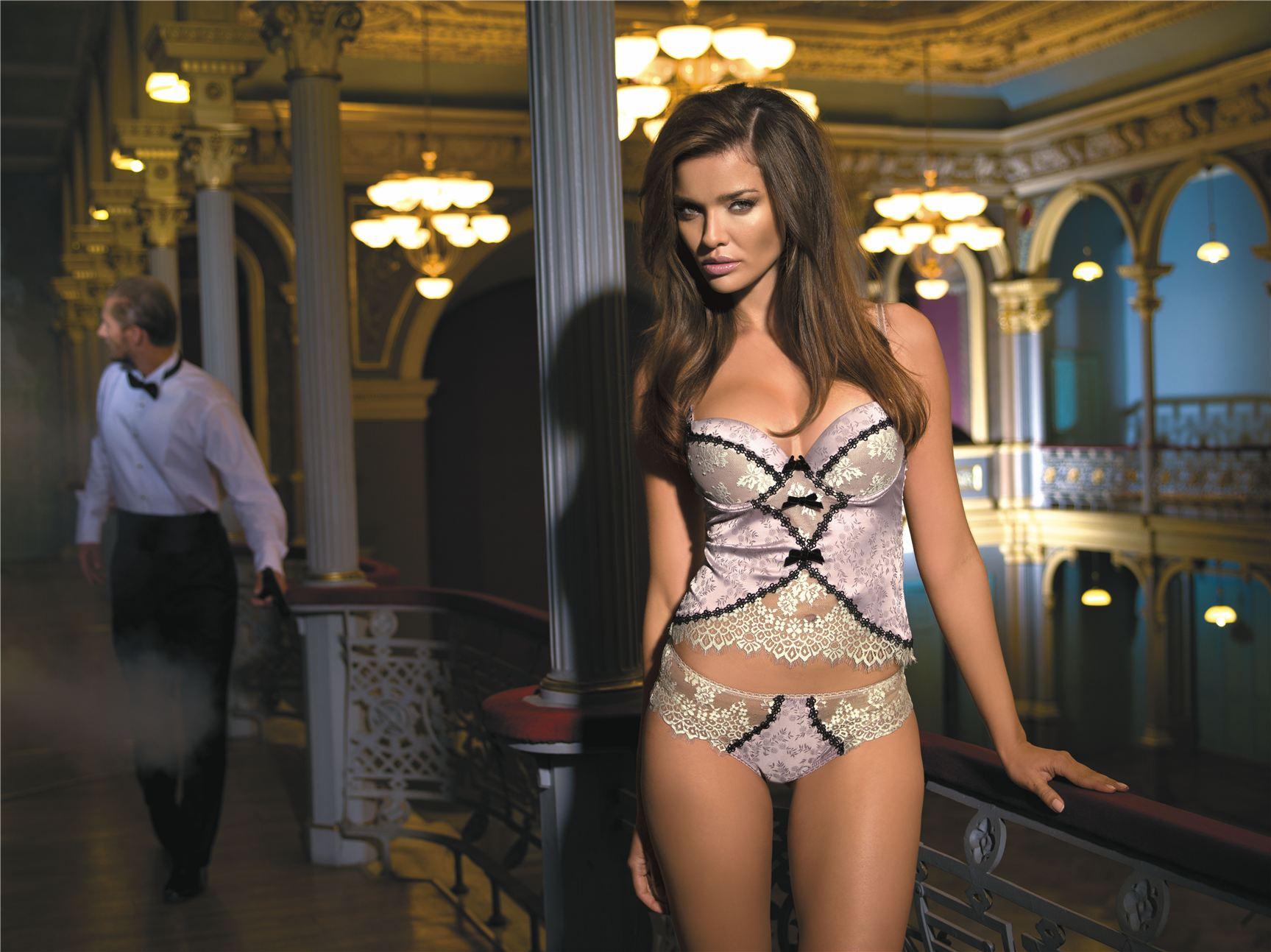 Bond Girl - Herika Fernanda de Noronha / Эрика Норонья в нижнем белье Kinga Lingerie