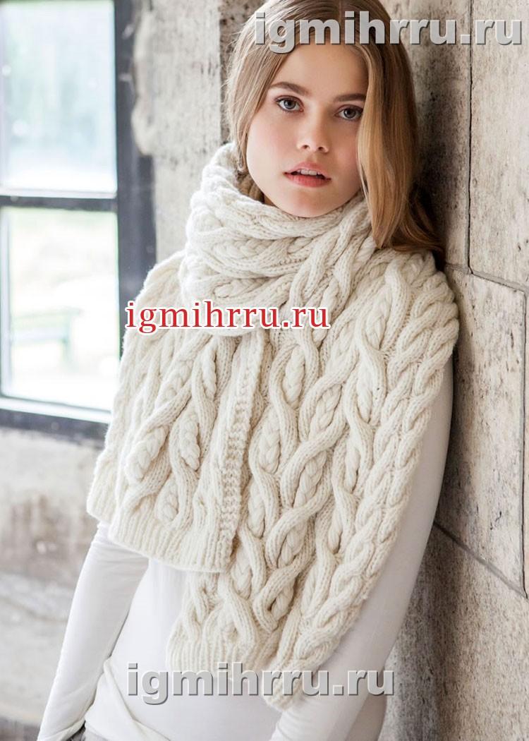 Белый теплый шарф с косами. Вязание спицами