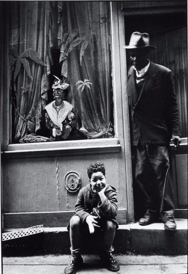 1957. Кафе на улице Хавьер Приваст, почти полностью заселенной североафриканской беднотой
