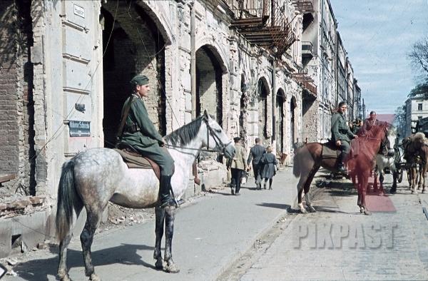 stock-photo-destroyed-buildings-in-minsk-belarus-russia-1941-9221.jpg
