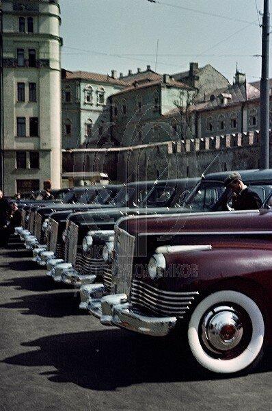 Площадь Революции. Стоянка такси около гостиницы Метрополь.jpg