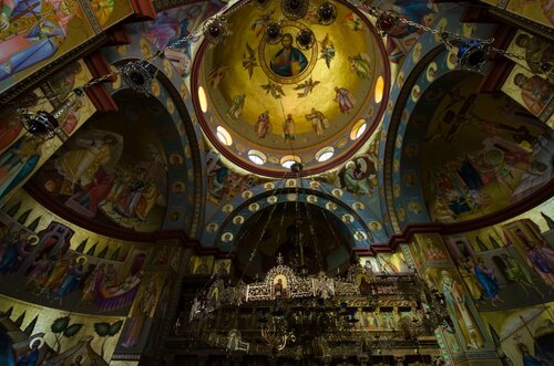 Церковь-12-Апостолов-2.jpg