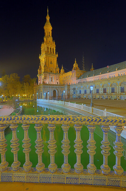 Ночная Севилья в HDR. Площадь Испании (экстремальные цвета)