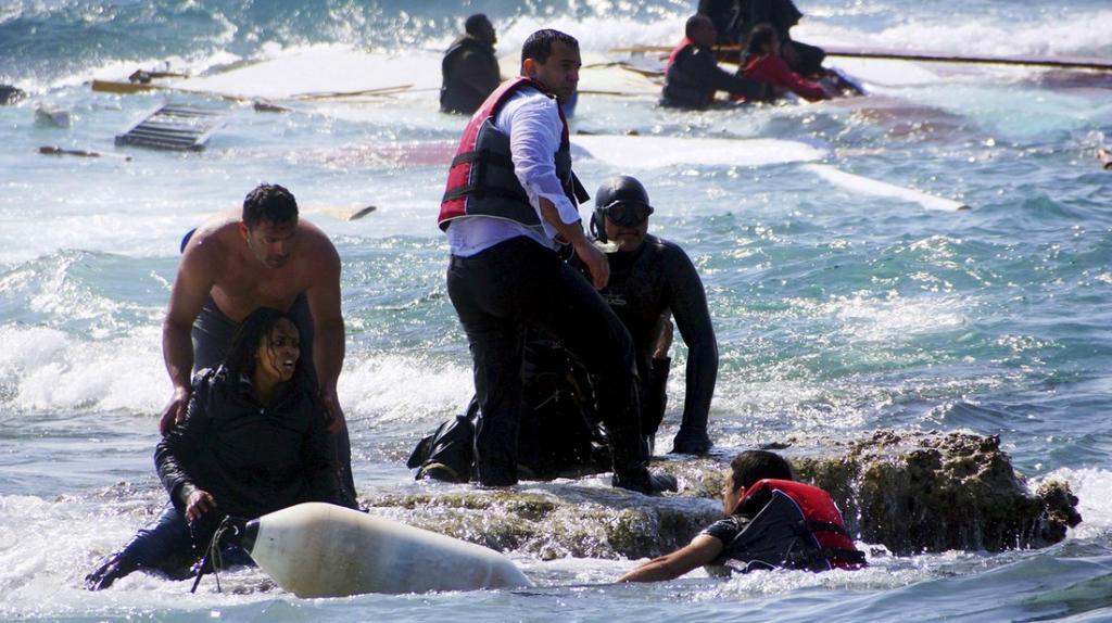 В апреле этого года деревянное судно с беженцами из Сирии и Эритреи разбилось о рифы у берегов грече