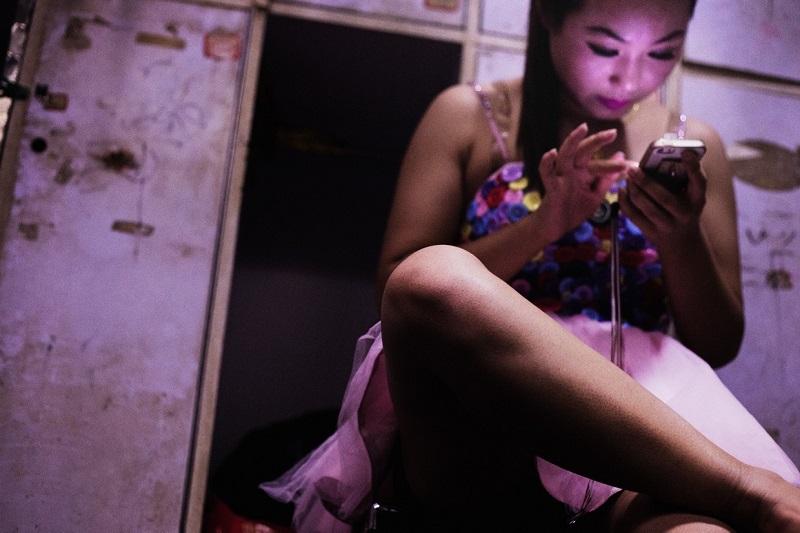Кунсткамера разврата: 35 шокирующих кадров о том, что творится за кулисами ночных клубов Китая.