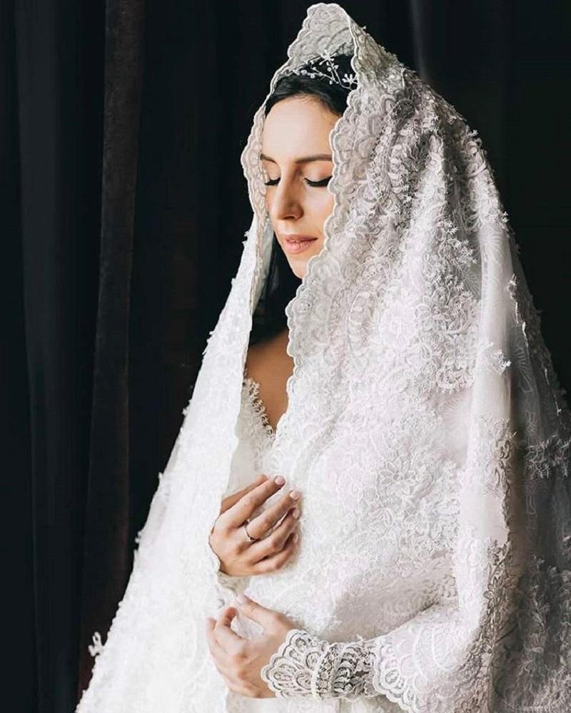 Дизайнер Бичола Тетрадзе также поделился с пользователями Инстаграма снимком с невестой.