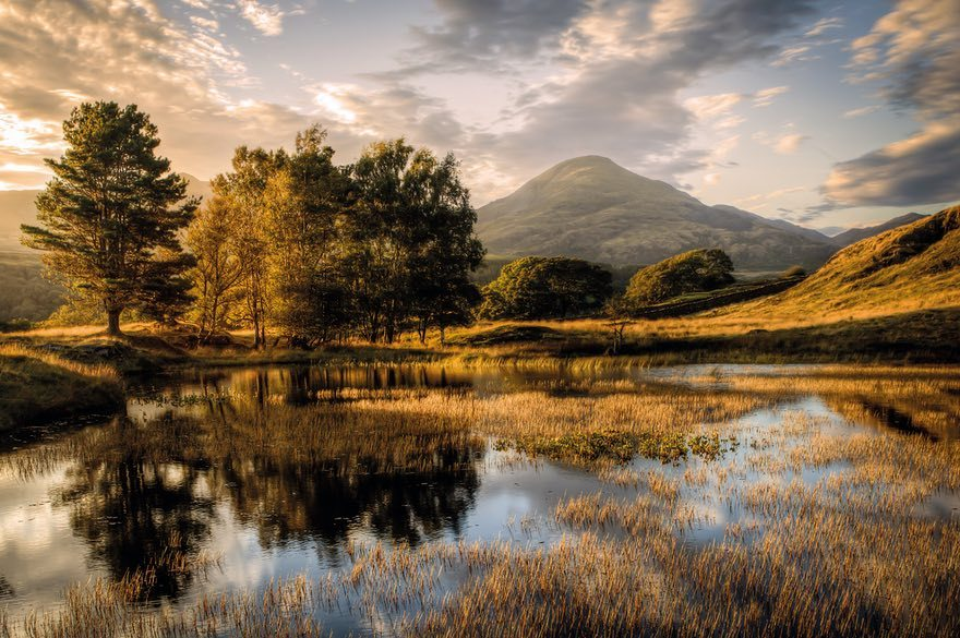 Известняковый гребень Chrome Hill в национальном парке Пик-Дистрикт в графстве Дербишир в Англии, 20