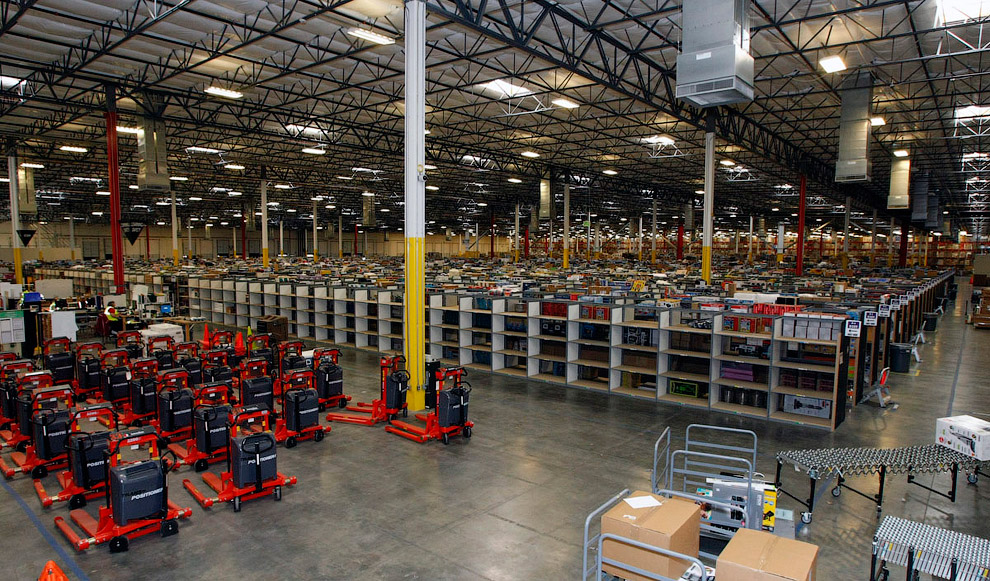 В 2012 году выручка от продаж интернет-гиганта Amazon.com выросла на треть и составила 13,18 ми