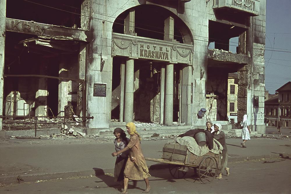 8. Гостиница «Красная» в оккупированном Харькове в июне-июле 1942 года. До революции гостиница назыв