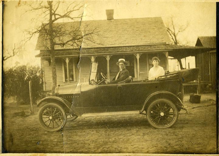90-летний Хартнелл, в своем E.M.F. с массачусетским номерным знаком, Нью-Гемпшир, 18 октября 1909
