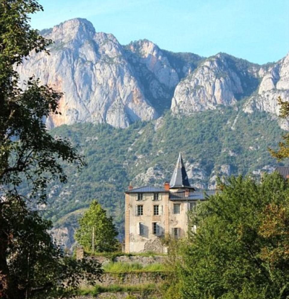Пара австралийцев пятый год реставрирует французский замок XVIII века