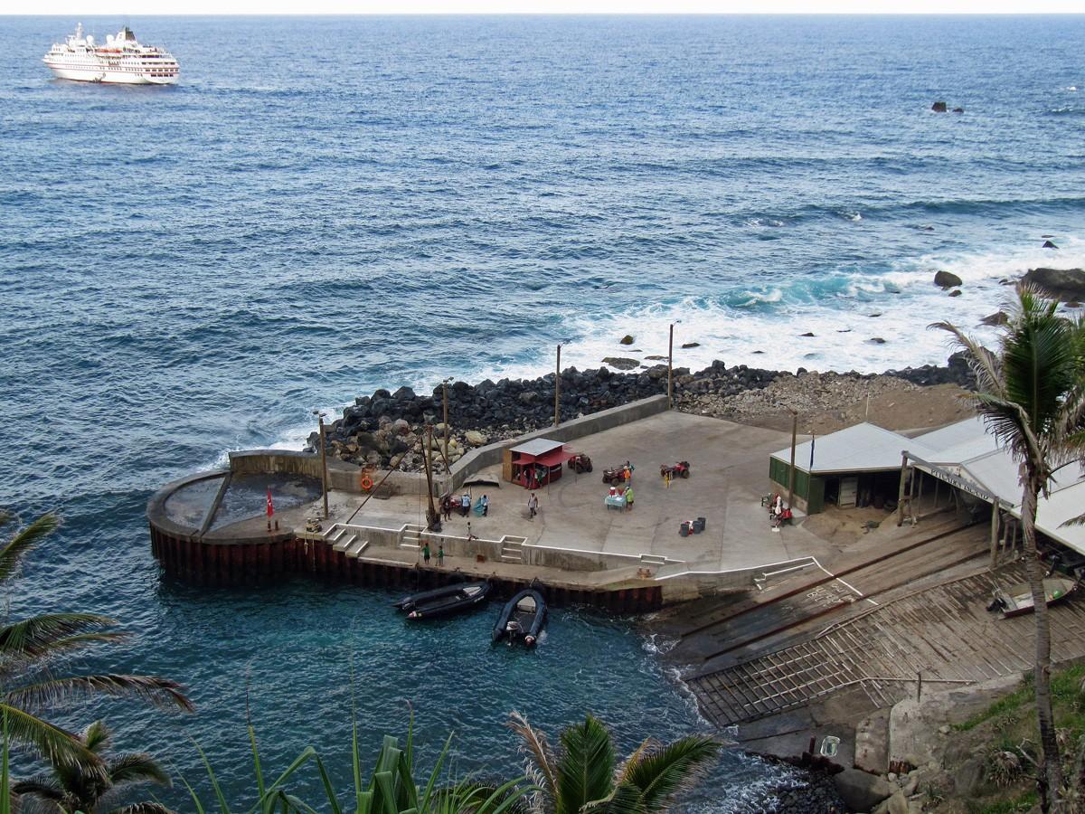 5. Остров Питкэрн, Тихий океан Население острова Питкэрн составляет всего 50 человек. Мобильной связ