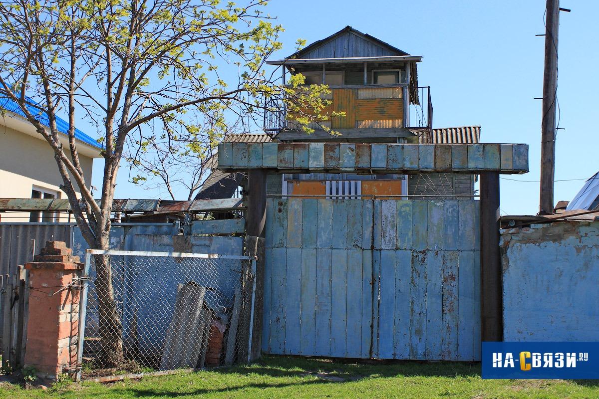 Если вы фанат постапокалиптических фильмов, сделайте жилище похожим на крепость.