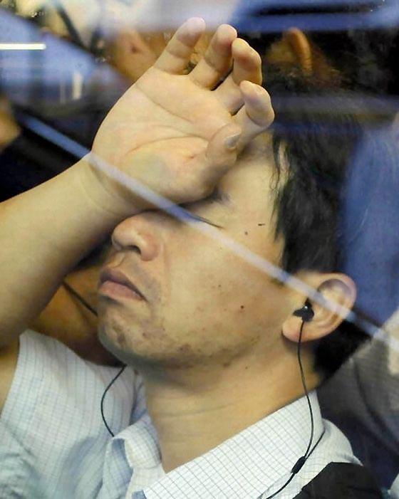 Ситуация в метро города, в котором проживает около 13 млн человек, усугубляется тем, что каждый будн