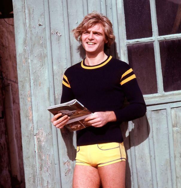17 фото мужчин в шортах доказывают, что некоторым трендам лучше не возвращаться (16 фото)