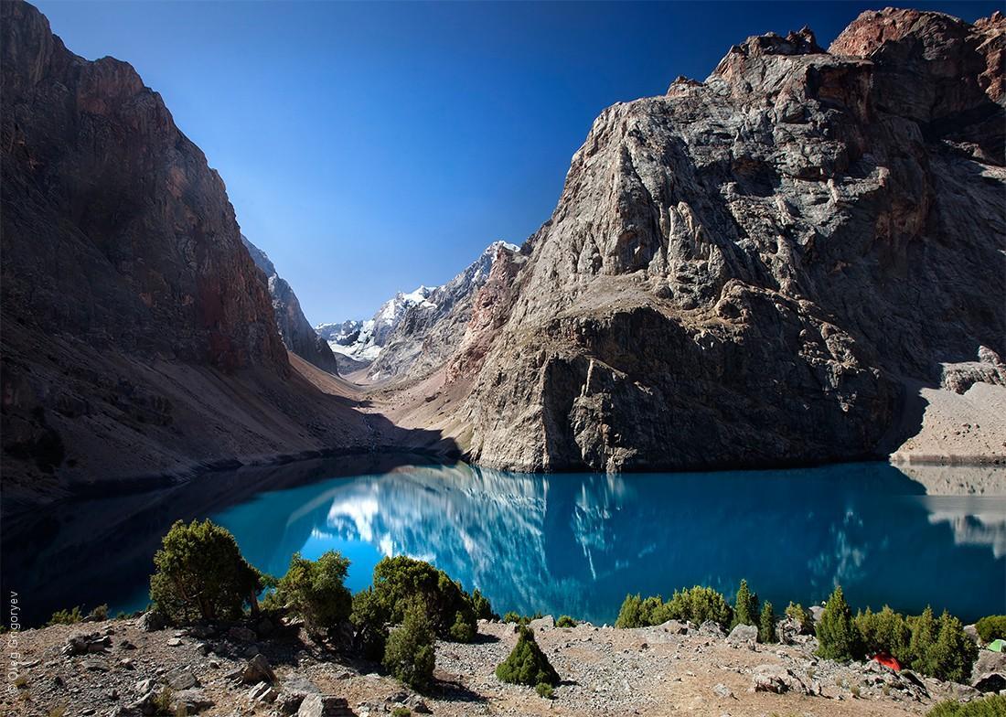 42. Одно из самых красивейших озер Фанских гор, настоящее чудо природы — озеро под названием Большое