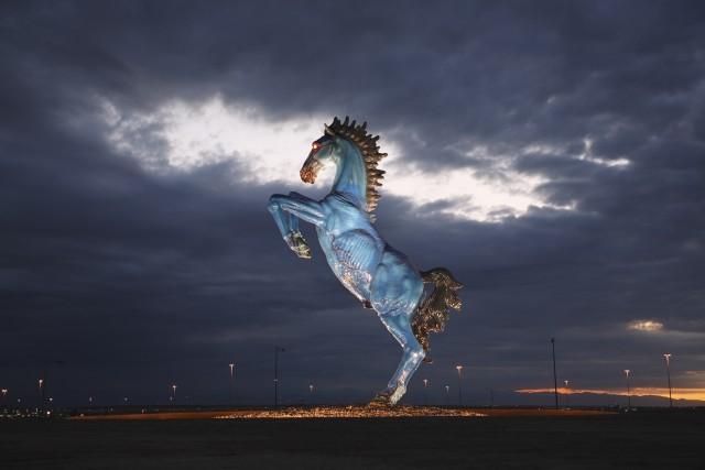 Жуткие скульптуры со всего света (23 фото)