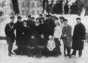 Группа участников состязаний последний ряд 4-й слева Г.Г.Блювис, стоит 2-й в 1-м ряду К.А.Олло, 2-й ряд, 3-й справа - Н.А.Панин-Коломенкин, 5-й А.Фишер, 6-я Л.Попова