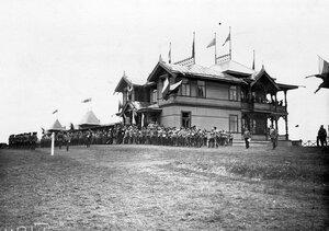 Император Николай II приветствует офицеров красносельского лагерного сбора