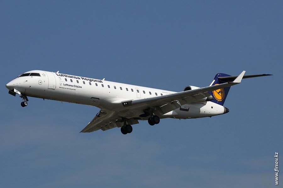 CRJ-701_D-ACPR_Lufthansa_Regional_zpsc5222684.JPG
