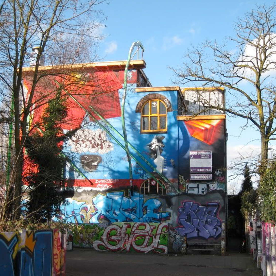 Graffiti and Archeology - Cutting a wall and unveiling 30 years of graffiti