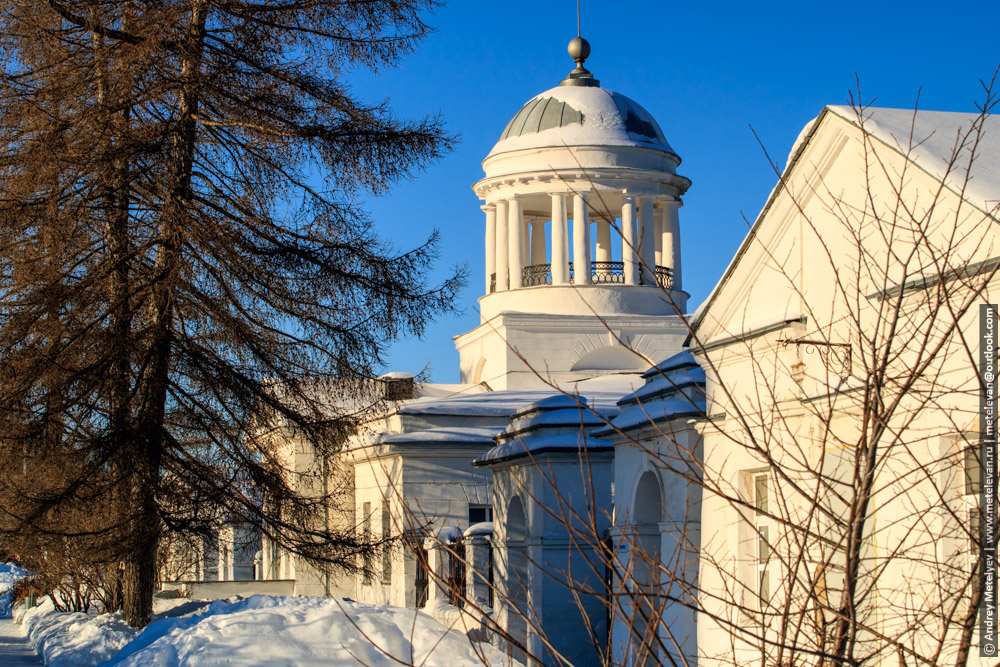 здание музея зимой в каменске