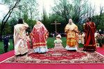 Освящение креста на месте строительства временного храма Христа Спасителя.