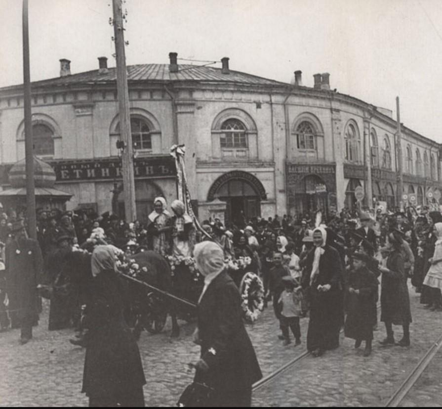 Праздник белого цветка. 1912 Возле Гостиного двора