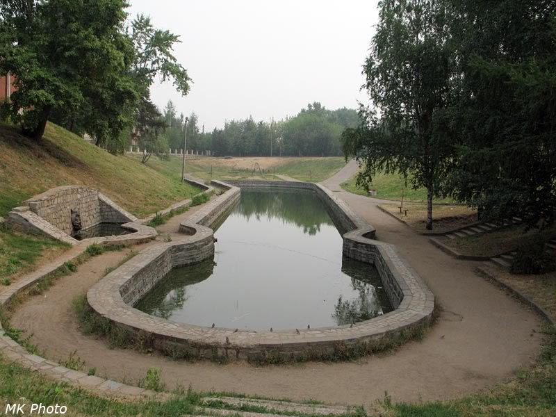Бассейн в сквере