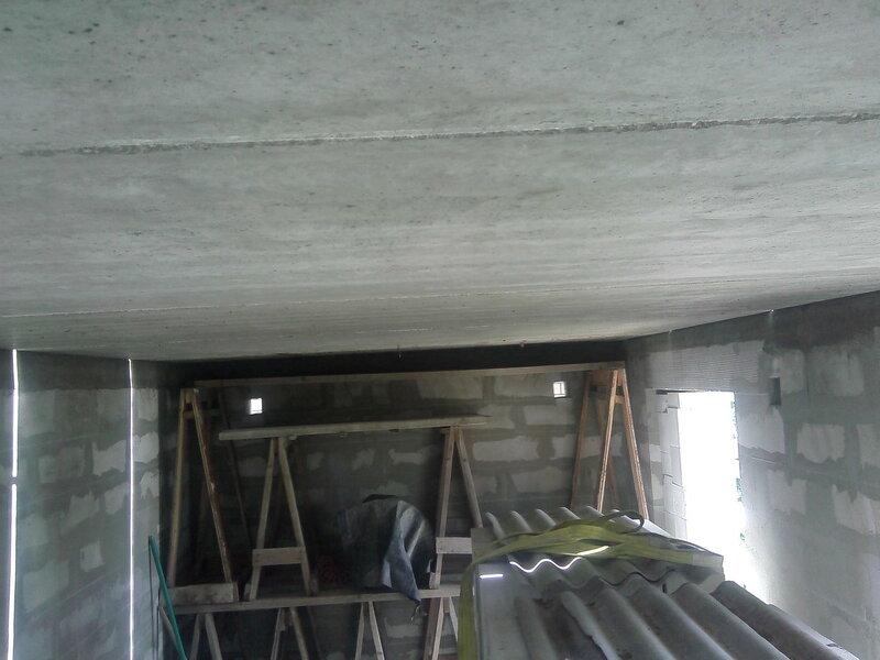 Ровный потолок.