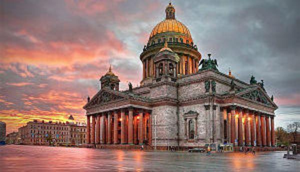 Милиция  помешала расположить  лозунги  против РПЦ наИсаакиевском соборе