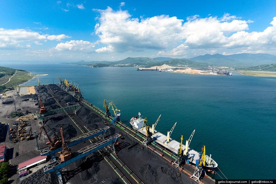Площадь комплекса составляет свыше 18 га, с возможностью единовременного хранения 200 тыс.т. уг
