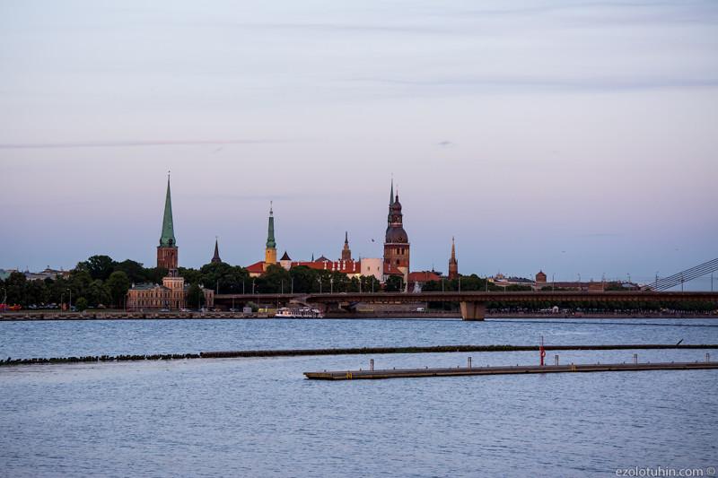 Весь исторический центр Риги включен в список Всемирного наследия ЮНЕСКО. Город на правом берегу Дау