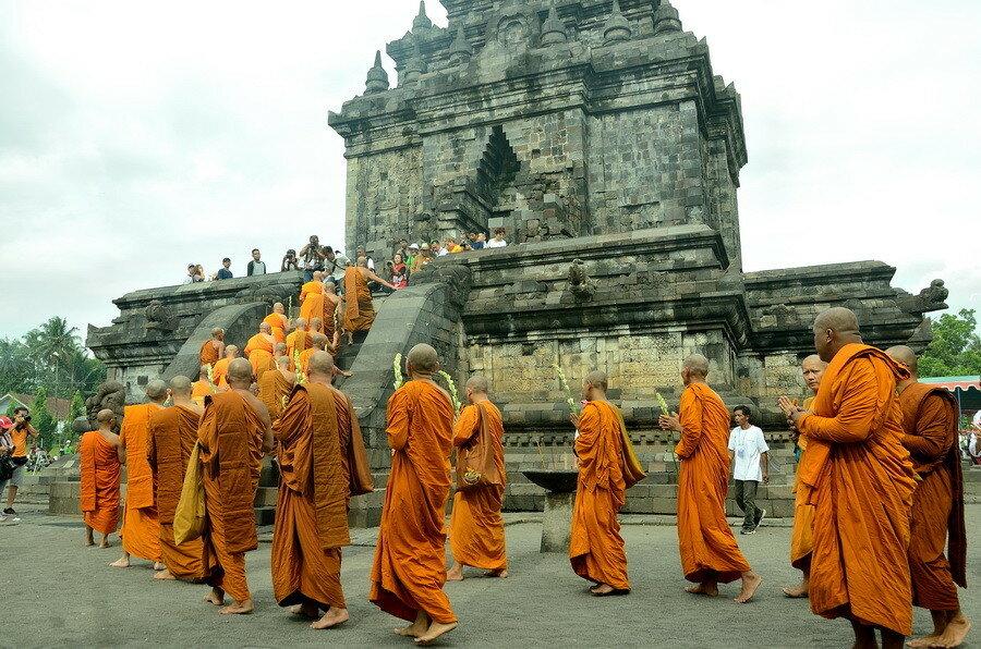 Храм Мендут