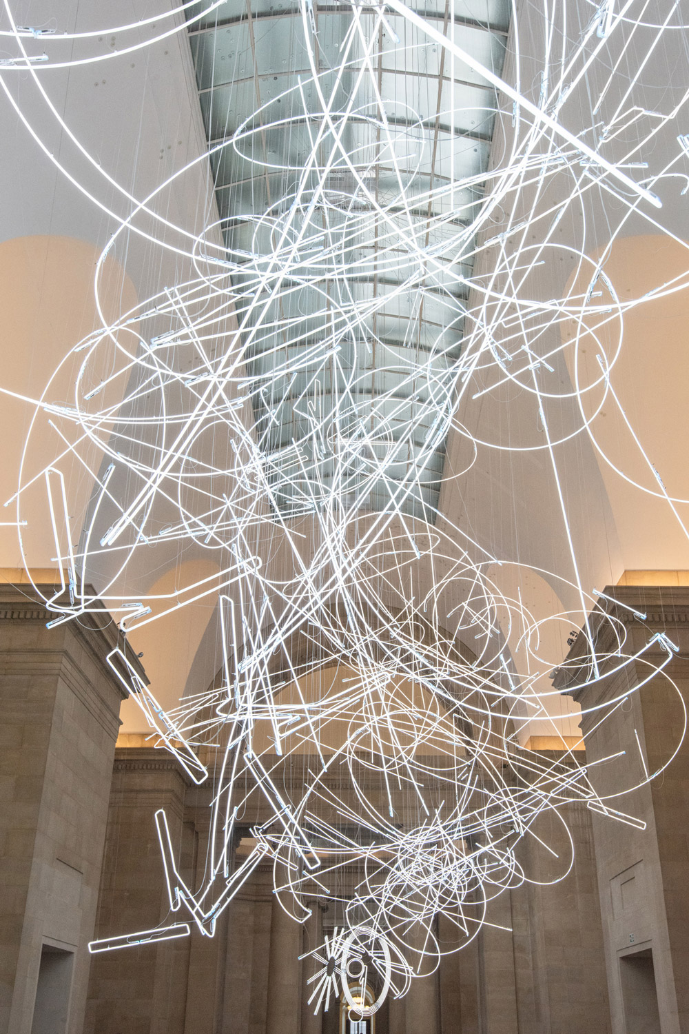 More Than a Mile of Abstract Neon Lighting Suspended Within Tate Britain (6 pics)