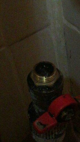 На секущем клапане обломился кончик резьбы