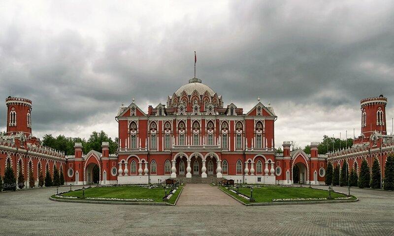Петровский Путевой дворец. 18 век. Проект архитектора Казакова. Москва
