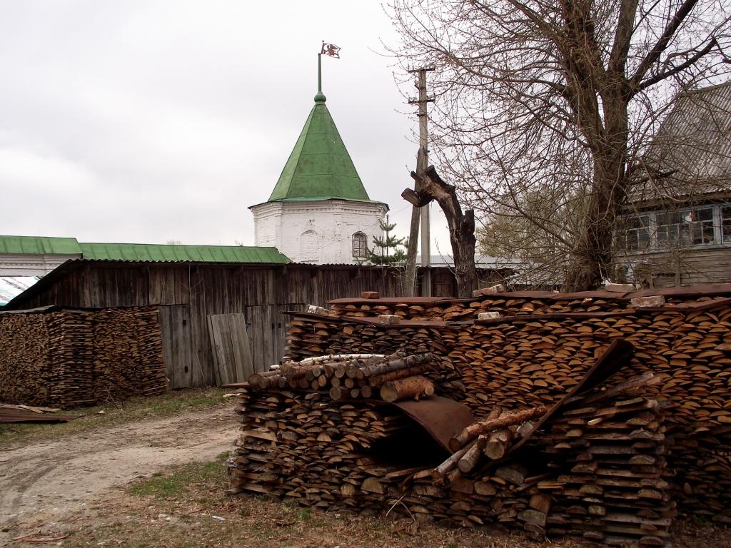 Памятник с сердцем Макарьев Ваза. Покостовский гранит Каширская